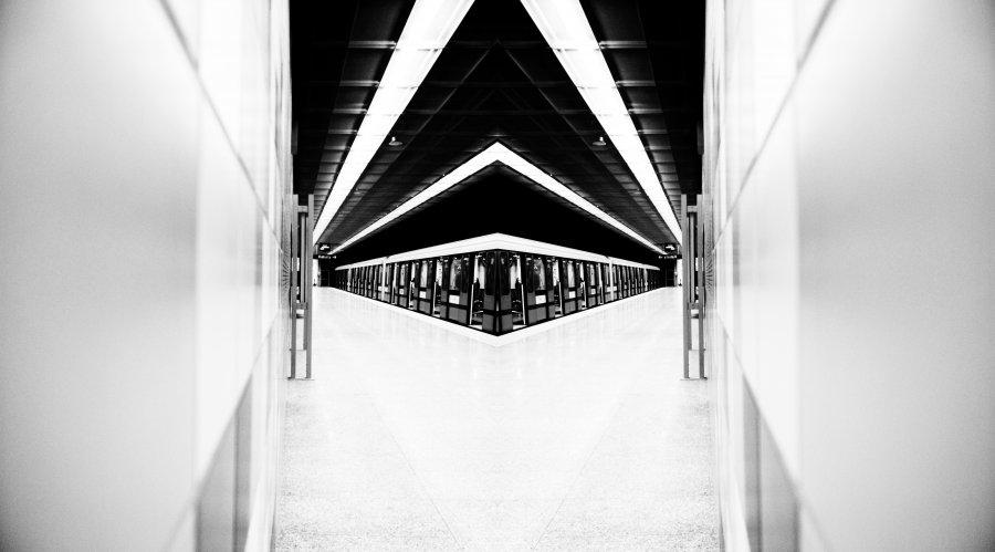 metro_night_warsaw_4_lukasz_zukowski_zrodlo_fotomiastikon